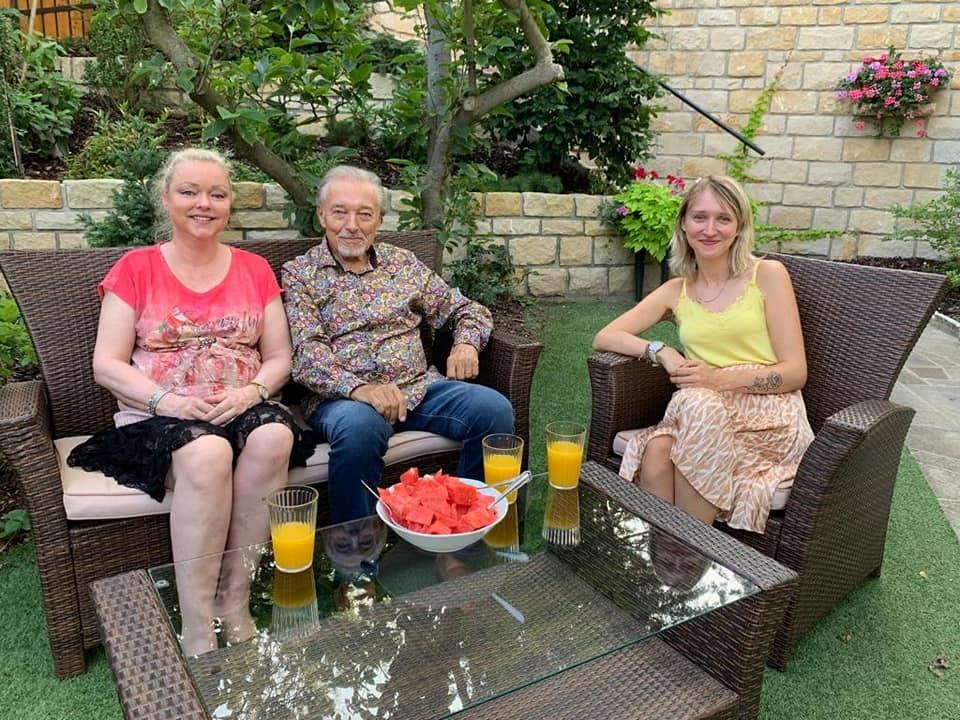 Červenec 2019 - Záběry z posledního setkání Karla Gotta s dcerami Dominikou a Lucií