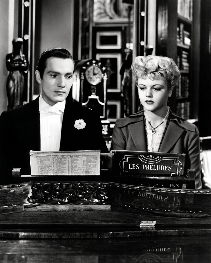 Angela Lansbury ve filmu The Picture of Dorian Gray