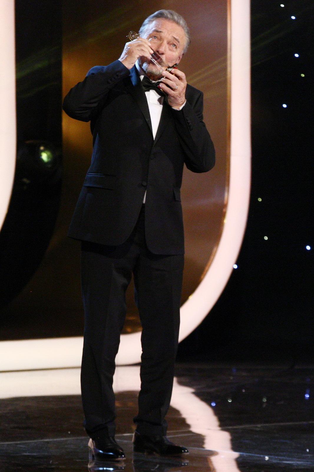 2017 - Karel Gott na posledním udílení Slavíků získal své 42. zlato.