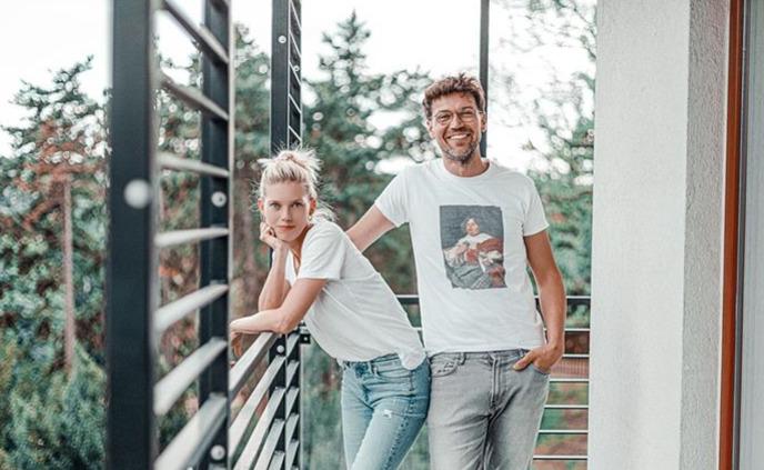 Takhle bydlí Lukáš Hejlík s manželkou Veronikou a synem Vojtou.