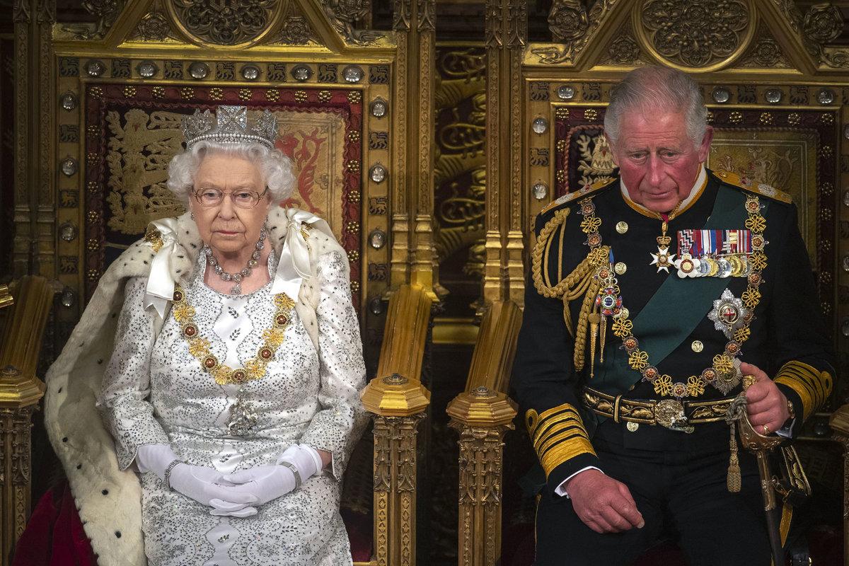 Královna Alžběta s princem Charlesem