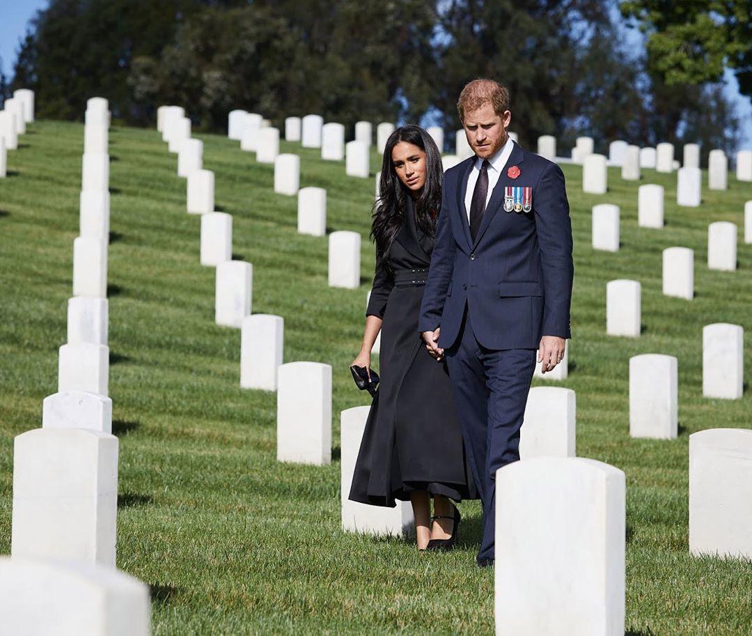 Harry a Meghan na hřbitově v Los Angeles