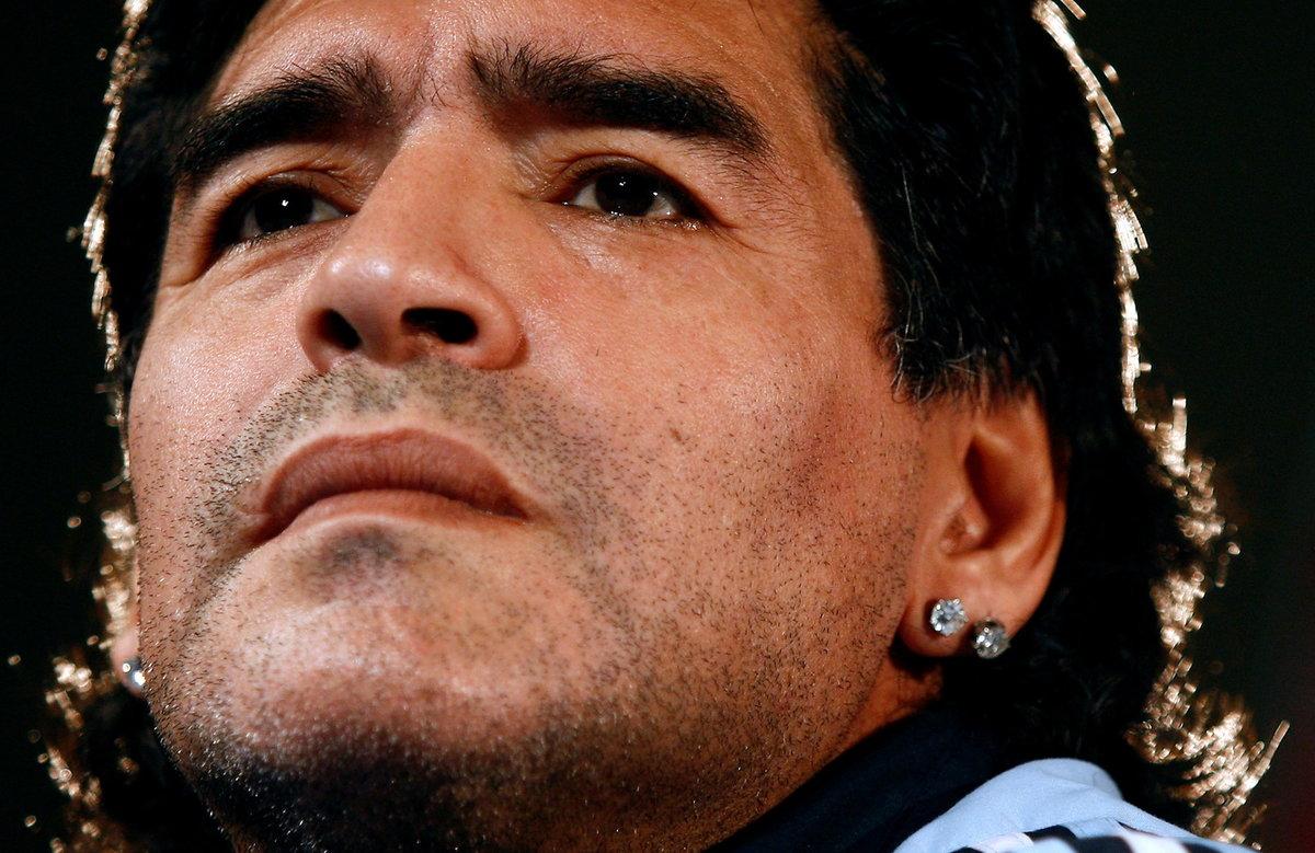 Diego Maradona zemřel krátce po 60. narozeninách