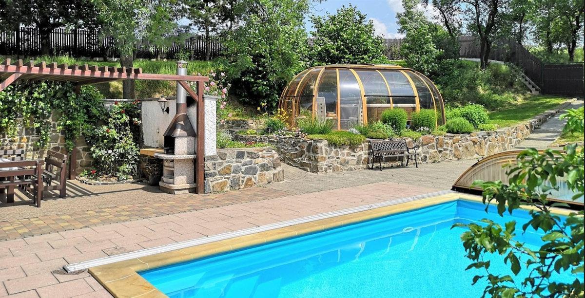 Bazén v již prodaném domě Věry Špinarové.