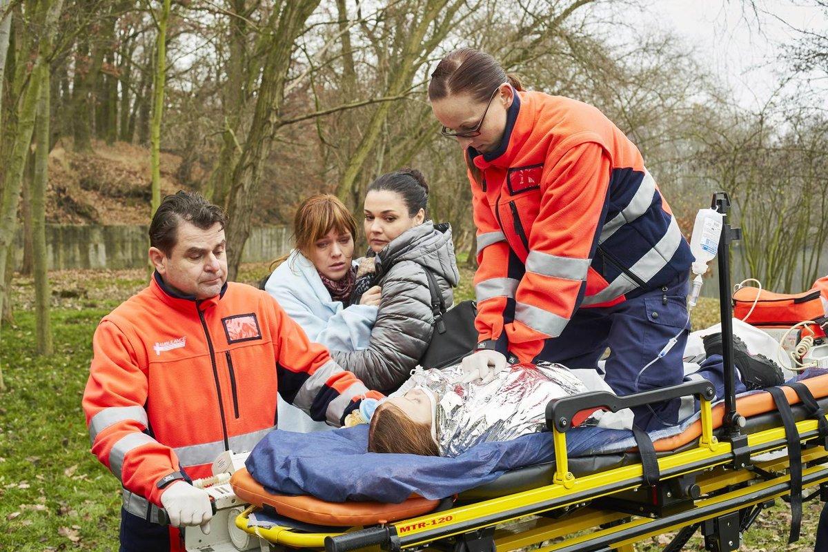 Seriál se odehrává na traumatologickém oddělení.  Čtyři hlavní hvězdy seriálu: Jitka Schneiderová, Ester Geislerová, Martina Preissová a Barbora Černá.