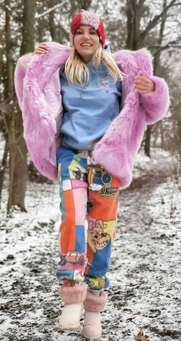 Dara s tímto outfitem zabodovala.