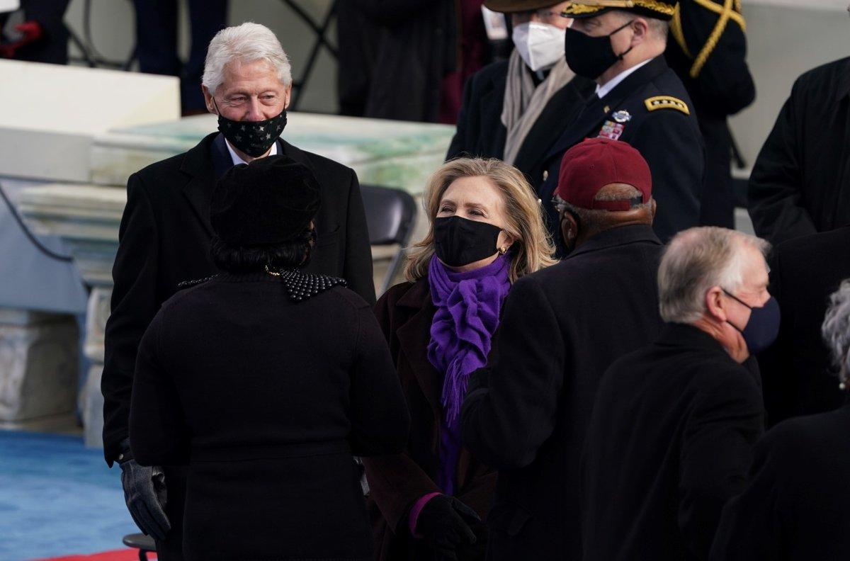 Bývalý prezident USA Bill Clinton a jeho žena Hillary Clintonová na inauguraci 46. prezidenta USA Joe Bidena (20. 1. 2021)