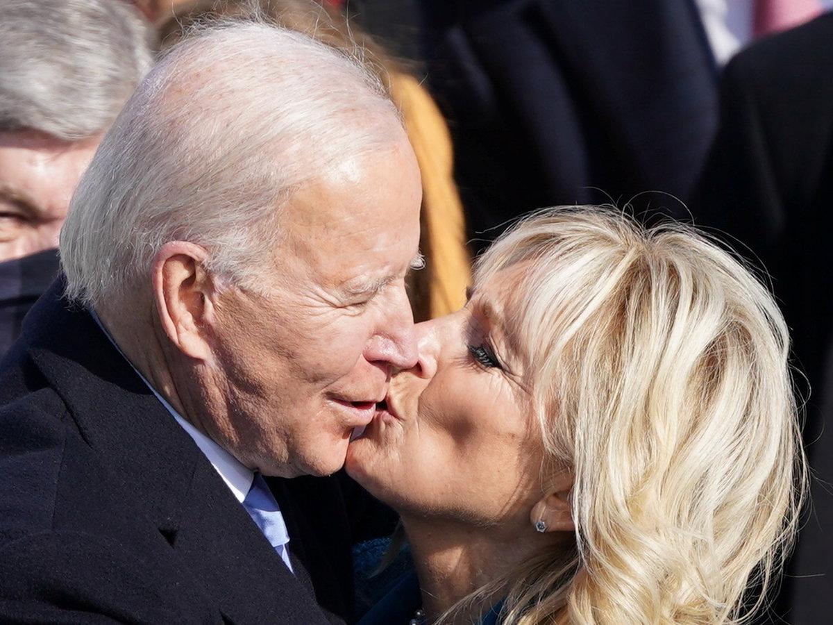 První polibek pro nového prezidenta.