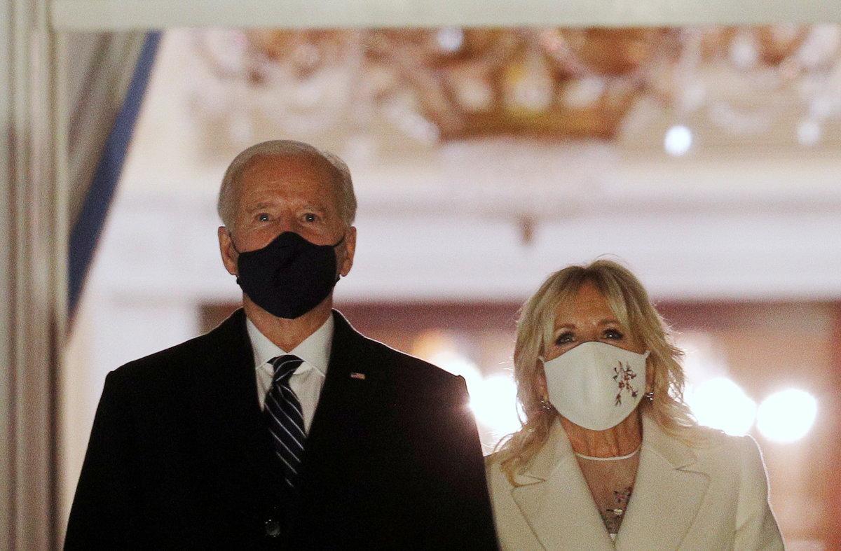 Joe Biden při inauguraci s manželkou Jill, první dámou USA