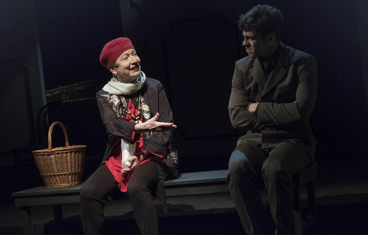 Podzim 2020 - Hana Maciuchová v Divadle na Vinohradech hrála naposledy s Markem Adamczykem v komedii Harold a Maude.