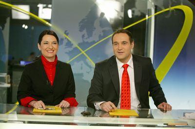 Mirka Čejková a Pavel Zuna v novém zpravodajském studiu.