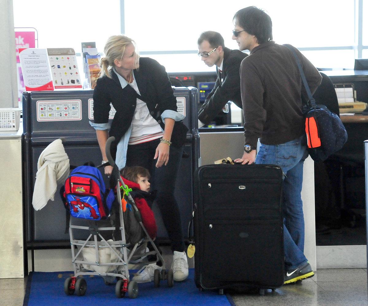 Rodinka si na dovolenou odletěla jen s jedním kufrem, zřejmě se bude nakupovat