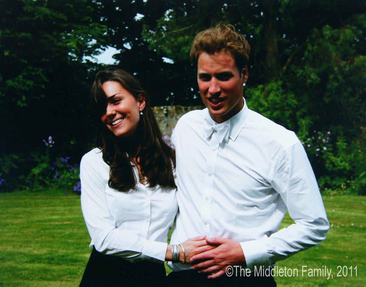 Červen 2005. Šťastná Kate v objetí s princem Williamem v den své promoce.