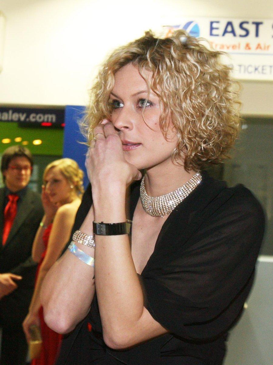 2008: Katka ozdobena drahými šperky.