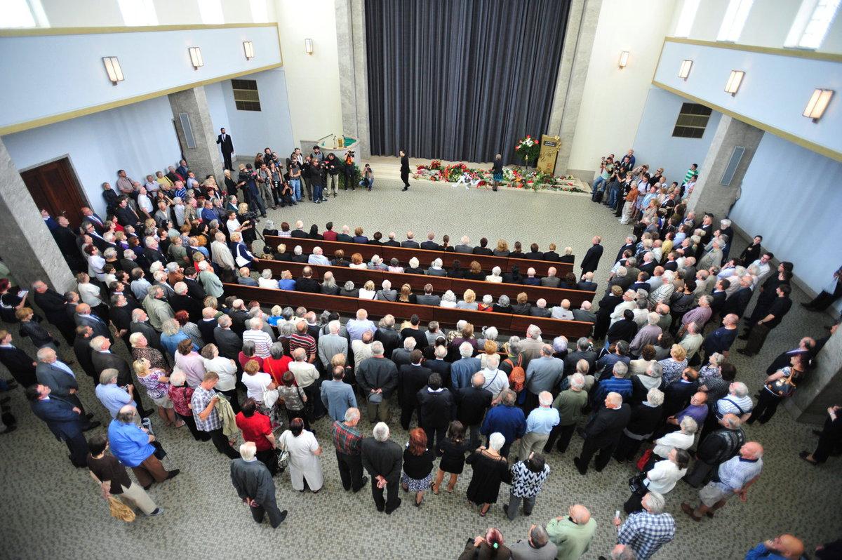 Pohřeb Jiřiny Švorcové ve velké síni Strašnického krematoria