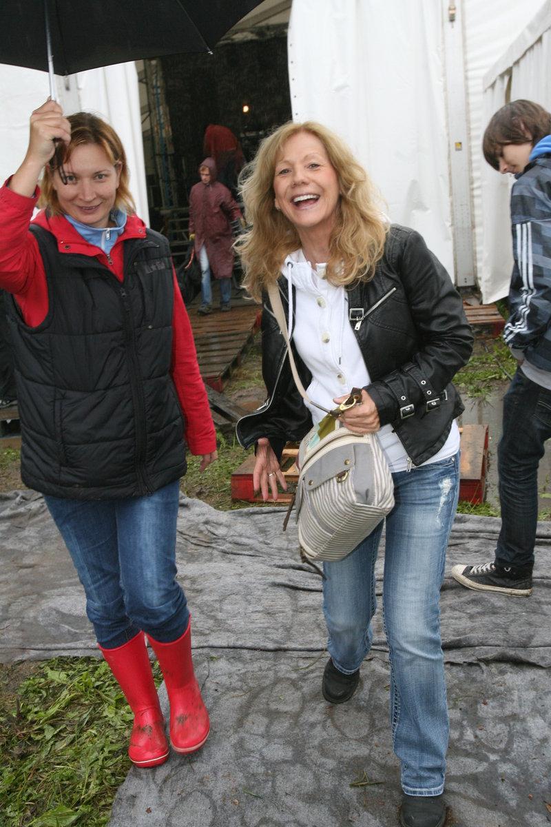 Na nedávném festivalu na Malé Skále na Jablonecku jí i přes nepříznivé počasí aplaudovaly tisíce fanoušků.