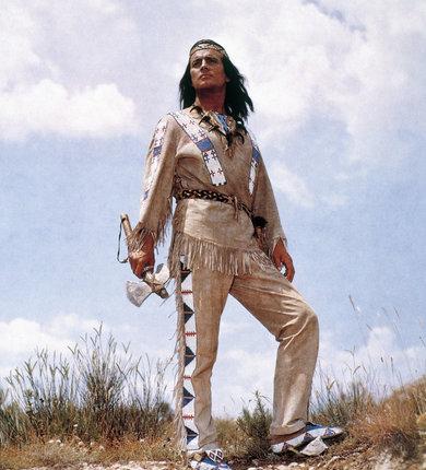 Herec jako náčelník Apačů Vinnetou.