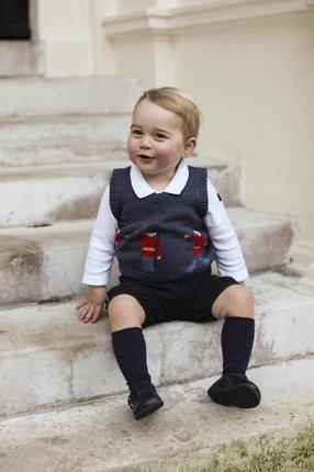 Malý princ George by mohl hnedle fotit do katalogu.