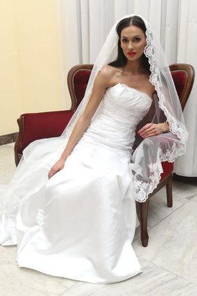 Svatební šaty oblékla jen kvůli přehlídce.