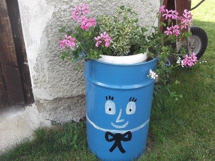 Veselý sud na květiny.