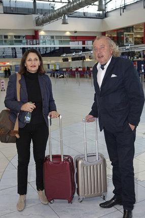 Kristian s manželkou Janou na letišti v Ruzyni.