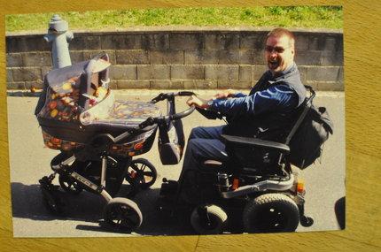 Tomáš s přehledem zvládl vozit kočárek.