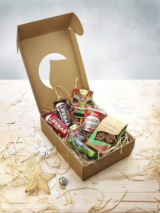 Výběr delikates. Dárkový balíček s mixem sladkého a slaného, pro malé i velké, Lifefood, 399 Kč.