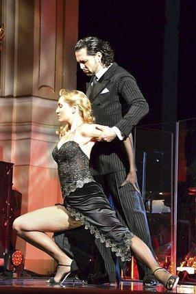 Při pohybech, které předváděla s profesionálním tanečníkem Eduardem Zubákem, byla až hříšně svůdná!