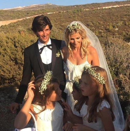Novomanželé a jejich družičky, nechyběla ani dcera Mína.