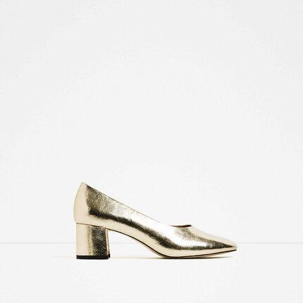 Zlaté lodičky, Zara, 999 Kč.