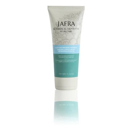 Vlasy hloubkově hydratuje, regeneruje a posiluje a zanechává je pevnější a lesklé – Ultra-hydratační vlasová maska, Jafra, www.jafracosmetics.cz, 540 Kč.