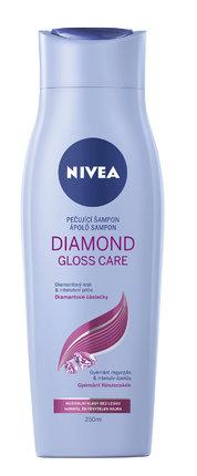 Šetrně ale důkladně myje a díky obsahu keratinu obnovuje strukturu vlasů a viditelně uhlazuje jejich povrch – Šampon pro oslňující lesk Diamond Gloss, Nivea, 78 Kč.