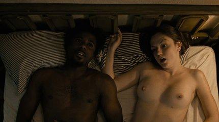 Emily má výstavní prsa!