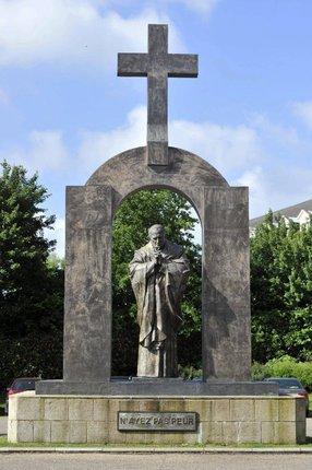 Odstranění kříže má být dalším krokem k »odnáboženštění« Francie.