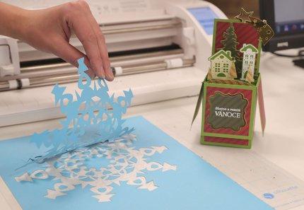 Vánoční dekorace vytvořená na plotru