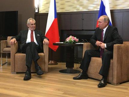 Zeman se 21. listopadu setkal v Soči s Putinem