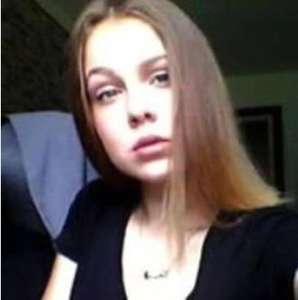 Natálie měří 150 až 155 cm, je hubená, má středně dlouhé hnědé vlasy a modré oči.