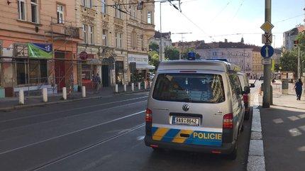V Nuselské ulici dnes zemřelo dvouleté dítě, policisté vyšetřují okolnosti této události.