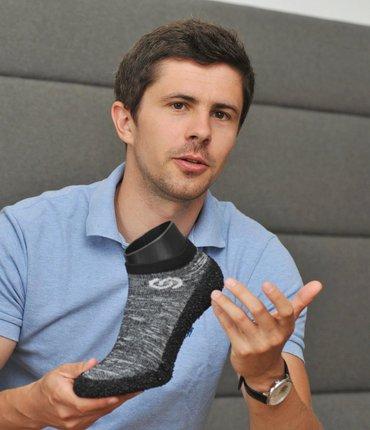 Petr Procházka získal za ponožkoboty loni cenu Red Dot Award, letos A'Design Award a nyní Good Design Award.