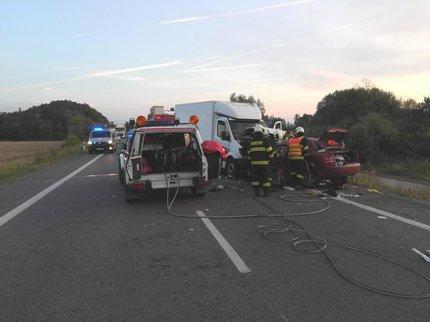 K tragické dopravní nehodě došlo v sobotu krátce po třetí hodině ranní.