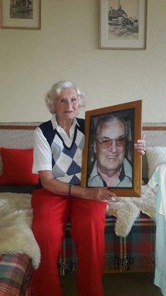 Stanislav Konopásek zemřel v roce 2008, vdova Anna ho má doma pořád na obrázku