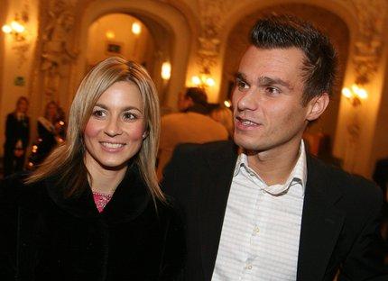 Leoš Mareš se svou manželkou Monikou.