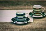 Každý znás má doma svůj oblíbený hrneček. Vaří si do něj ranní či odpolední kávu a čaj, nedá na něj dopustit. Napadlo vás, že i to, jaký má tvar a jak ho berete do ruky, může hodně vypovědět?