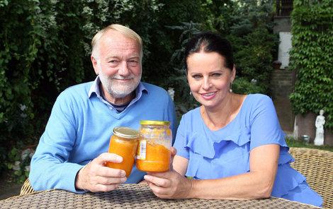Manželé Sobotovi se pochlubili svým džemem.