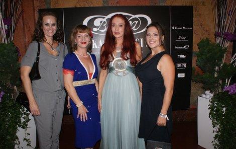 Sandra Pogodová, Linda Genzerová a Vlaďka Dušík Pirichová s Blankou Matragi.