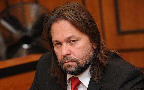 Herec podstoupil pětihodinovou operaci, během níž přišel o hlas.