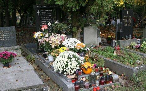 Aniččin hrob je nejvyzdobenější ze všech.