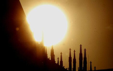 Stále časnější západ slunce a brzké stmívání se dnes zastaví. Za pár dní se den začne opět prodlužovat.