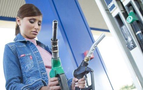 Sledujete pečlivě informace o cenách benzinu.
