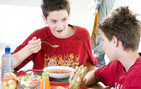 Školní jídelny často nevaří zdravě.(ilustrační foto)